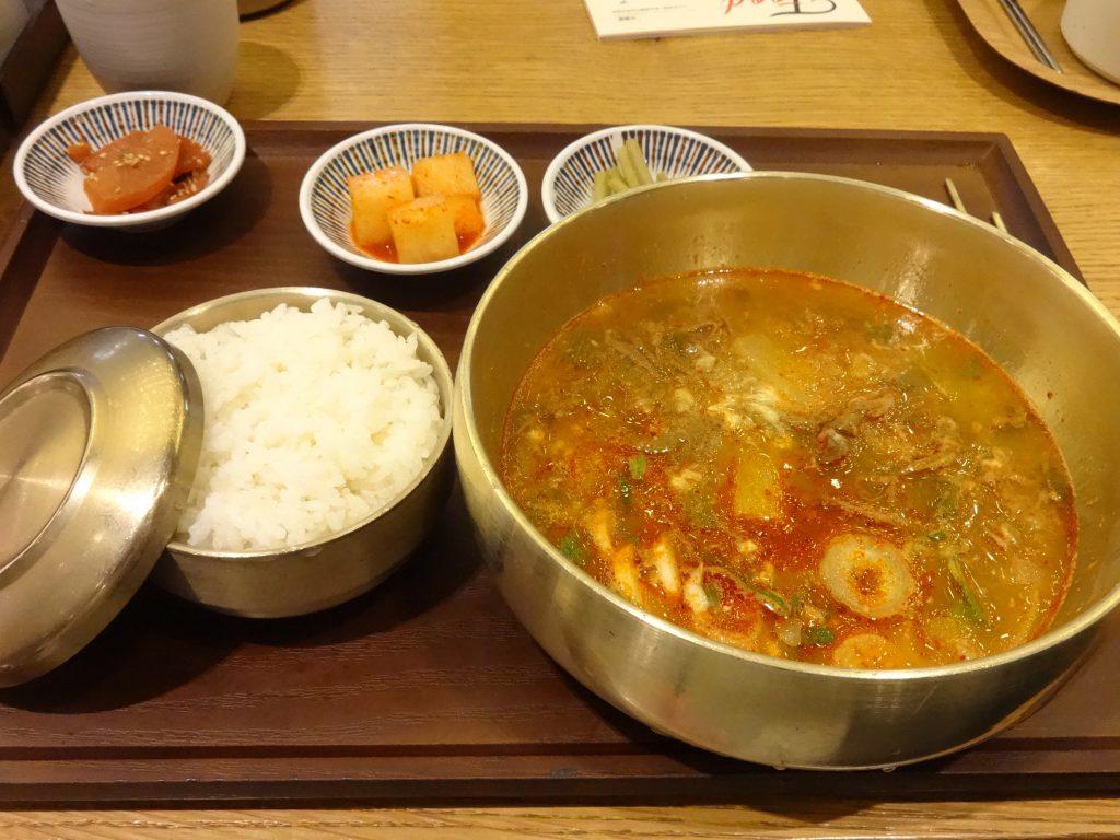 ピリ辛ユッケジャン定食 仁川空港 フードコート