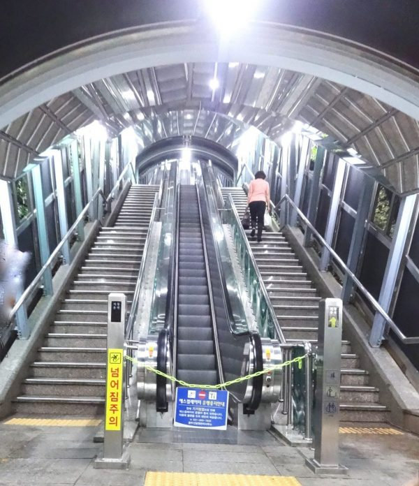 釜山タワー 龍頭山公園 エレベーター