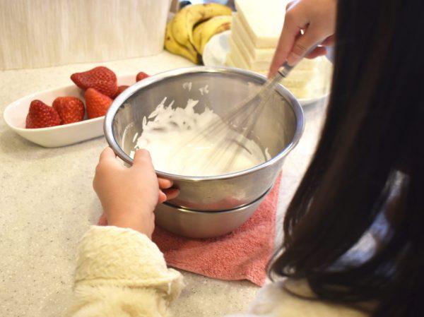 子供とフルーツサンド作り