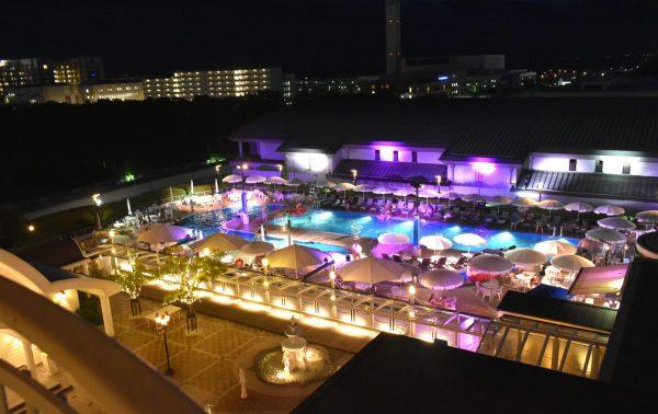 神戸ポートピアホテルのナイトプール
